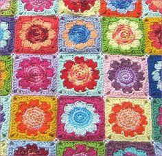 Flower Power !!!   Endlich ist es soweit! Meine Daisy Granny Decke erblickt das Licht des WWW ;-). Gehäkelt habe ich die meisten der Gr...