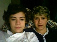 Harry and Niall Fetus Harry Styles, Harry Styles Memes, Harry Styles Baby, Harry Styles Pictures, Harry Edward Styles, Young Harry Styles, Four One Direction, One Direction Humor, Prince Harry