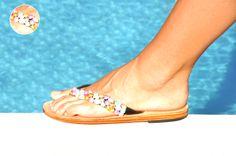 Lola Martini. Leather Perla.  Sandalias 100% piel. Elaboradas artesanalmente y decoradas a mano con 70 perlas naturales. Leather Pearl. Handmade 100% leather sandals. Decorated with 70 natural pearls.
