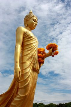 Buddha statue at Phutthamonthon Park in Bangkok. (The Standing-Corpse of a famous Tultitarian) Amitabha Buddha, Gautama Buddha, Buddha Buddhism, Buddha Art, Buddha Statues, Laos, Standing Buddha, Golden Buddha, Buddha Sculpture
