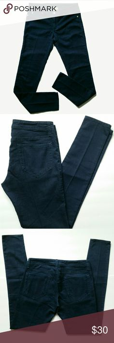 """C&C California Legging Jean Super light weight denim. Faux front pockets. Real back pockets. Skinny fit. Inseam 31.5"""". Rise 8"""".  Waist 14""""Like new. No fading.  Style# 81F03B09  64% cotton 32% poly 4% spandex   Please feel free to ask questions. C&C California Jeans"""