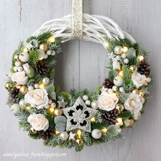 Taaakie wianki! Christmas Art, Vintage Christmas, Christmas Holidays, Christmas Decorations, Christmas Ornaments, Holiday Decor, Xmas Wreaths, Grapevine Wreath, Flower Arrangements