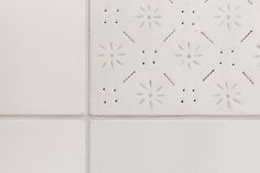 white porcelain tex-tile #tiles #transparant #white #translucent #porcelain #15x15 #bathroom #textiles #wall #decoration #led #imprint #relief #barbaravos #wallcovering #kitchen #shower #home #interior #design #glaze #backsplash #flower #pattern #coral #fabric