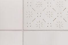 white porcelain tex-tile #tiles #transparant #white #translucent #porcelain #15x15 #bathroom #textiles #wall #decoration #led #imprint #relief #barbaravos #wallcovering #kitchen #shower #home #interior #design #glaze #backsplash #flower #pattern #coral #fabric