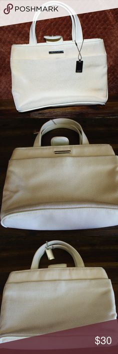 Nine West tote White nine west tote , gently used, great condition. Nine West Bags Totes