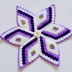 100 Tane Çeyizlik Lif Modelleri | Örgü Modelleri Crochet Vest Pattern, Crochet Stitches Patterns, Baby Knitting Patterns, Stitch Patterns, Crochet Doilies, Crochet Flowers, Yarn Crafts, Diy And Crafts, Woolen Craft
