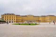 音楽の都として名高い、オーストリアの首都ウィーン。世界3大オペラ座に数えられるウィーン国立歌劇場をはじめとし、日本でも人気のニューイヤー・コンサートで知られる楽友協会など、世界中の音楽ファンが聖地と崇める音楽の殿堂がずらりと並ぶウィーンを訪れたら、ぜひとも一度は音楽鑑賞に出掛けたいもの。 今回は、本格的なオペラやクラシックから、気軽に楽しめるオペレッタやコンサートが鑑賞できる観光スポットをご紹介します。(2ページ目) Louvre, Building, Travel, Buildings, Viajes, Traveling, Tourism, Louvre Doors, Outdoor Travel