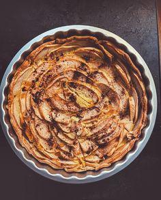 """BODYANDFLY 🥥 Healthy Life on Instagram: """"TARTE AUX POMMES LIGHT 🍎 L'autre fois, je vous proposais une tarte aux pommes sans oeuf. J'aime bien faire différentes versions d'un plat…"""" Ratatouille, Ethnic Recipes, Desserts, Instagram, Apple Pie, Recipe, Other, Dish, Food"""