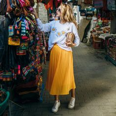 3 easy tricks fashion bloggers like NotJessFashion use to put together cute 2017 summer outfits daily, how to layer, pick a color palette, the 3rd piece, how to accessorize and how to pick wardrobe accent colors, sneakers with a skirt, midi skirt,