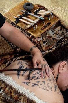 Some ta moko (tattoo) artists such as Henriata Nicholas of Rotorua . Tatau Tattoo, Ta Moko Tattoo, Samoan Tattoo, Maori Tattoos, Tatoos, Polynesian People, Polynesian Culture, Create A Tattoo, New Zealand Tattoo