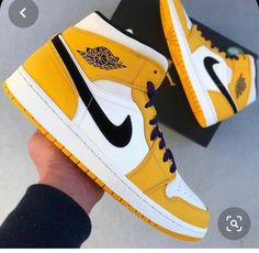 Dr Shoes, Cute Nike Shoes, Swag Shoes, Cute Sneakers, Hype Shoes, Shoes Jordans, Nike Air Jordans, Shoes Sneakers, Jordan Shoes Girls