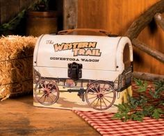 Lend authentic rustic charm to your day with this lunch box charmingly designed to resemble an old-fashioned Conestoga wagon. Lunch Box Thermos, Tin Lunch Boxes, Vintage Lunch Boxes, Wagons For Sale, Ranch Kitchen, Covered Wagon, Boutique Homes, Western Decor, Western Art