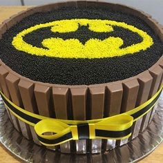 Bolo de Brigadeiro e Kit-kat para festa Batman! Batman Birthday Cakes, Batman Cakes, Novelty Birthday Cakes, Diy Birthday, Birthday Ideas, Birthday Gifts, Superhero Theme Party, Batman Party, Batman Cake Topper