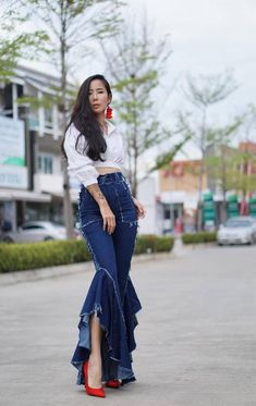Women's High Waist Asymmetric draped frill side cigarette trousers/Tassel Flared Bell-Bottom Jeans/ Vintage style / Hippie/Retro Boho – Bell-bottoms 70s Vintage Fashion, 70s Fashion, Denim Fashion, Fashion Dresses, Womens Fashion, Fashion Trends, Vintage 70s, Fashion Stores, Maxi Dresses