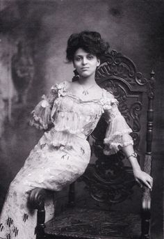 Miss Minnie Brown, Williams and Walker showgirl, photographed by Luther S. White, New York, 1907.
