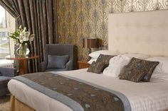 Experience one of the finest 4 star hotels in Galway. We combine the very best of modern facilities with good old fashioned hospitality. Peacock Bedroom, Hotel Breaks, Slanted Ceiling, Menlo Park, Park Hotel, Cheap Hotels, Beautiful Hotels, How To Make Bed, Dream Rooms