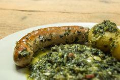Bratwurst mit Grünkohl und Pellkartoffeln im Dutch Oven