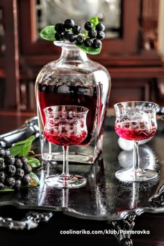 Liker od aronije — Coolinarika Baking Recipes, Cake Recipes, Dessert Recipes, Drinks Alcohol Recipes, Alcoholic Drinks, Cocktails, Bread Baking, Cake Baking, Croatian Recipes