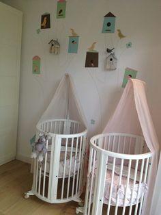 Ons behang past ook in de kamer van een tweeling! Zo schattig. Www.perron11.nl
