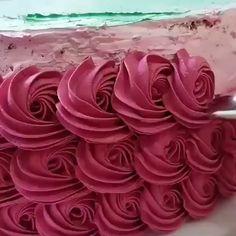Whole pear cake - HQ Recipes Cake Decorating Piping, Cake Decorating Videos, Cake Decorating Supplies, Cake Decorating Techniques, Decoration Patisserie, Dessert Decoration, Cake Icing, Cupcake Cakes, Beautiful Cakes