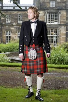 Royal Stewart Tartan Band Kilt is made from around 5 yards of the poly-viscose Acrylic wool, This Tartan is also used by the clans and in festivals for bands. The Royal Stewart Band Tartan is also used by the queen's guards. Scottish Dress, Scottish Clothing, Scottish Kilts, Scotland Men, Glasgow Scotland, Edinburgh, Great Kilt, Kilts For Sale, Kilt Jackets
