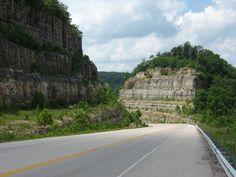 roads Hazard Kentucky | Road way cut thru mountain