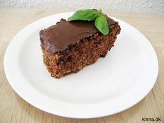Himmelsk lækker og svampet kanelkage med cremet kakao-glasur