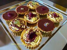 Raspberrybrunette: Plnené košíčky Tieto košíčky patria do katego... Czech Desserts, Polish Recipes, Christmas Cookies, Sweet Recipes, Cooking Recipes, Sweets, Ale, Baking, Cupcakes