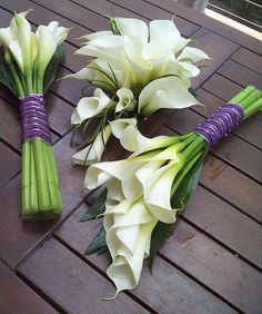 Sheath Bouquets/Teardrop Bouquet Simple yet sweet bouquet. w/ blue ribbon instead of purple.Simple yet sweet bouquet. w/ blue ribbon instead of purple. Purple Wedding Bouquets, Diy Wedding Bouquet, Diy Bouquet, Bride Bouquets, Wedding Flowers, Calla Lily Bouquet, Calla Lillies, Deco Floral, Fake Flowers