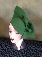 Vintage style 1940's Style Emerald Green Felt Sculptured Hat,