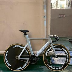 "Gefällt 1,331 Mal, 2 Kommentare - ⚜️ SAINT FIXIE ⚜️ (@saintfixie) auf Instagram: ""Stay safe for who in china 📸@josh_ee_ram_bike . . . #fixie #fixedgear #fixielove #bikelife…"" Cycling Holiday, Bike Life, Bicycle, Culture, China, Instagram, Bike, Bicycle Kick, Bicycles"