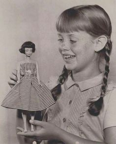 A girl and her Midge doll.