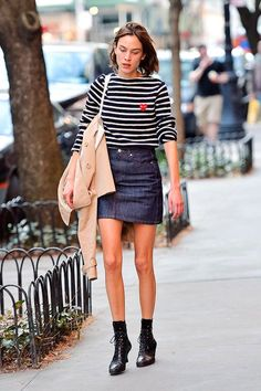 Alexa Chung out and about in NYC - April 1, 2016 | AlexaChung.Tumblr.com | Bloglovin'