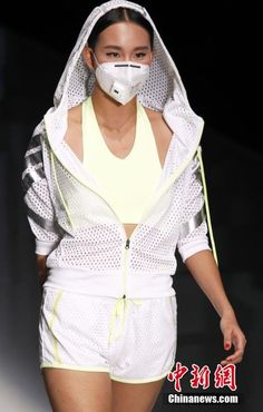 Smog masks at China Fashion Week | http://gbtimes.com/