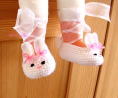 Crochet Bunny baby shoes, White handmade shoes, Baby Girl Ballerina by TheCCVillage on Etsy