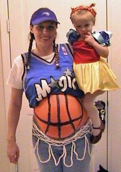 Pregnant this Halloween? Click through for great DIY ideas for maternity Halloween costumes. Pregnant Halloween Costumes, Pumpkin Halloween Costume, Diy Halloween Costumes For Women, Last Minute Halloween Costumes, Halloween Pumpkins, Halloween Diy, Maternity Halloween, Halloween Halloween, Halloween Clothes