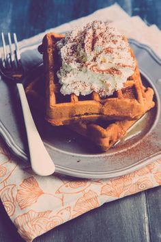 Paleo Pumpkin Waffles by Brittany Angell Sugar Detox Recipes, 21 Day Sugar Detox, Sugar Detox Diet, Sugar Free Diet, Snack Recipes, Dessert Recipes, Carb Detox, Sugar Diet, Paleo Recipes