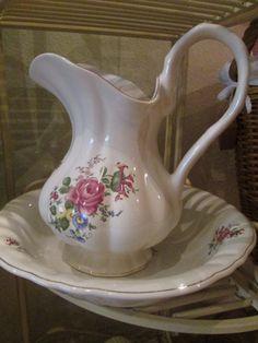 Vintage Wohnaccessoires - *Wunderschönes Waschset aus England 4-teilig* - ein Designerstück von Mein-kleines-Landhaus bei DaWanda