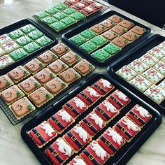 christmas cookies decorated Weihnachtspltzchen About this weekend. just a few of the orders made for this week Iced Sugar Cookies, Christmas Sugar Cookies, Christmas Snacks, Christmas Cooking, Royal Icing Cookies, Holiday Cookies, Decorated Christmas Cookies, Decorated Cookies, Fancy Cookies