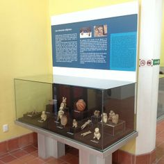 Las Creencias religiosas, artifact case