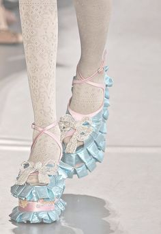 I don't know what to make of these - they have to be art shoes because there isn't a thing practical about them - and those stupid hose really ruins the effect!