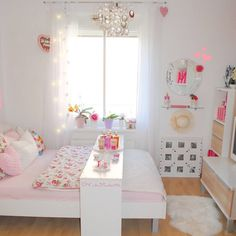 """""""Übrigens... ich bin wieder zurück vom Urlaub! Wollt ihr Bilder sehen? Es wird auf jeden Fall einen ausführlichen Blogeintrag über meinen Maledivenurlaub…"""" Pastel Bedroom, Cute Room Decor, Teen Girl Bedrooms, Dream Bedroom, Interior And Exterior, Interior Design, Dorm Room, Home Office, Toddler Bed"""