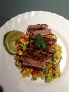 Beef with avocado, corn and capsicum salsa. Diet Soup Recipes, Cooking Recipes, Clean Recipes, 300 Calorie Meals, New Recipes For Dinner, Easy Weeknight Dinners, Healthy Protein, Healthy Options