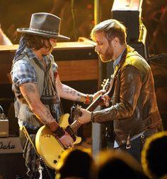 Video: Johnny Depp Rocks 2012 MTV Movie Awards With The Black Keys