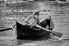 Cum trăiau românii din DELTA DUNARII în anii '60 - Documentar de arhiva - YouTube Danube Delta, Orchestra, Romania, Places To Go, Nostalgia, Around The Worlds, Water, Artist, Vintage