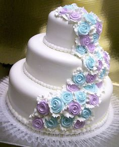 Beautiful! LOVE THIS ONE.. but with diff color flowers besides purple n blue