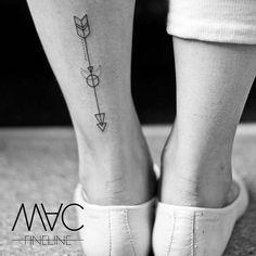 Eine Tat sagt mehr als tausend Worte - egal in welche Richtung. #arrow #pfeil #moon #filigran #filigree #filigreetattoo #pfeiltattoo #richtung #weg #wegweiser #macfineline #macfinelinetattoo #stilbruch #berlin #berlintattooartist #linework #linetattoo #ink #inked #inkedgirl #inkstagram #girl #girlswithtattoos #tattoooftheday #tattooofinstagram #smalltattoo