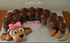 Cake Ideas and Party Themes You can also use chocolate frosted cupcakes to make a puppy cake! My daughter would LOVE this! Cupcakes Design, Cake Designs, Cupcakes Cool, Fish Cupcakes, Ladybug Cupcakes, Snowman Cupcakes, Giant Cupcakes, Puppy Cupcakes, Puppy Cake