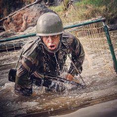 #JeSuisUneLégende  Piste d'audace du centre d'aguerrissement tropical de La #Réunion. Il a l'air d'en baver un peu... Mais que se dit-il dans sa tête ?  CCH Laurent/armée de Terre  #armeedeterre #defense #defence #soldat #soldier #military #fazsoi #commando #famas #watergames #wet