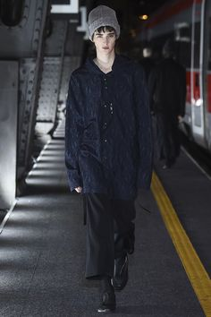 Damir Doma Fall 2016 Menswear Fashion Show Monochrome Fashion, Dark Fashion, Grunge Fashion, Autumn Fashion, Mens Fashion, Runway Fashion, Damir Doma, Milan Men's Fashion Week, Fashion Show